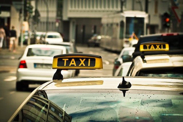 Ground Shuttle Transportation or Taxis – Which One is Better in Detroit
