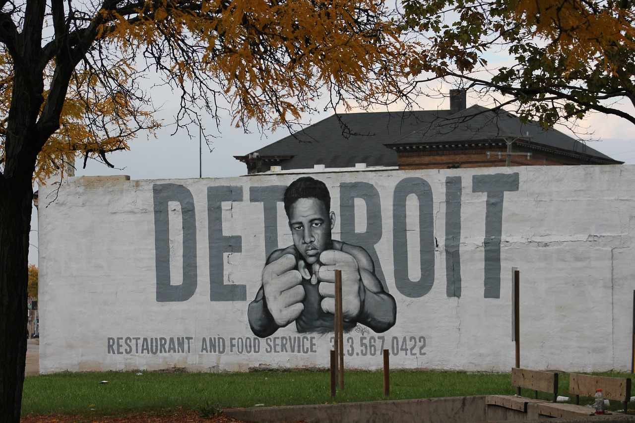 How to get around Detroit on the cheap