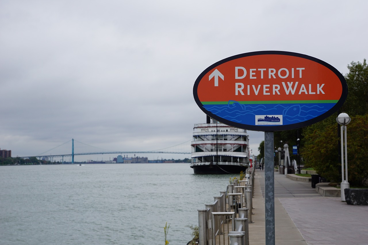 Know the driving rules and tips before moving to Detroit